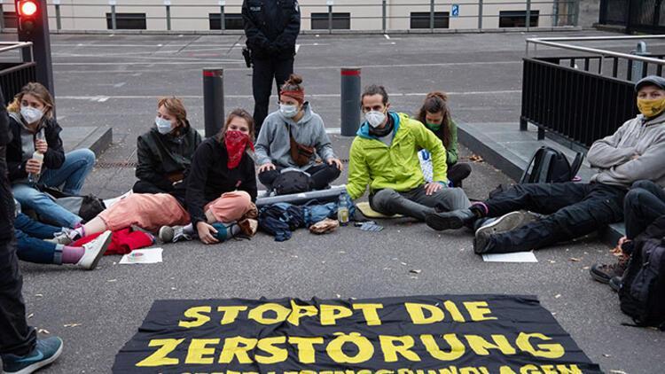 Çevreciler ormanların korunması için protesto düzenledi