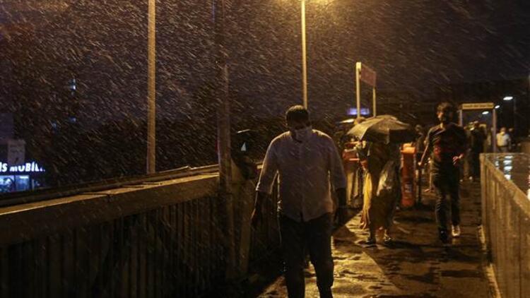 İstanbul'da sağanak yağış etkisini gösteriyor! Valilikten son dakika uyarısı