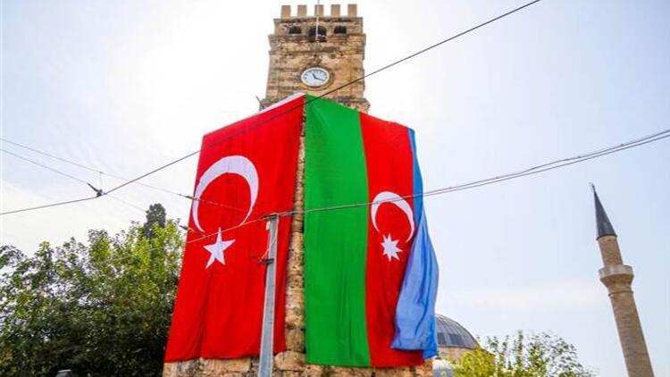 Antalya'nın tarihi simgelerine Türk ve Azerbaycan bayrakları asıldı