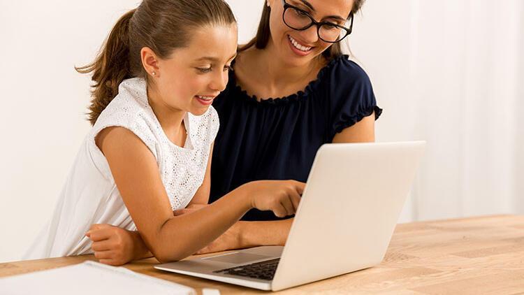Ailelerin çocuklarıyla birlikte keşfedebileceği güvenli ve faydalı internet siteleri