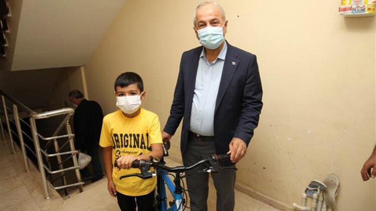 Kazada bisikleti kullanılmaz hale gelen İsmail'i sevindiren sürpriz