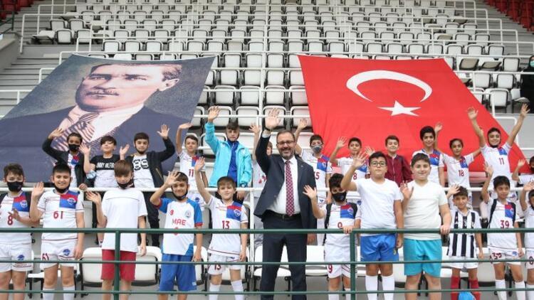 Bakan Kasapoğlu, Güngören'deki spor tesislerinde incelemelerde bulundu