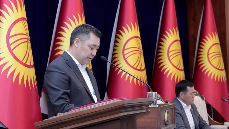 Son dakika haberi: Kırgızistan'da cezaevinden çıkarılan Sadır Caparov'un başbakanlığı ve kabinesi onaylandı