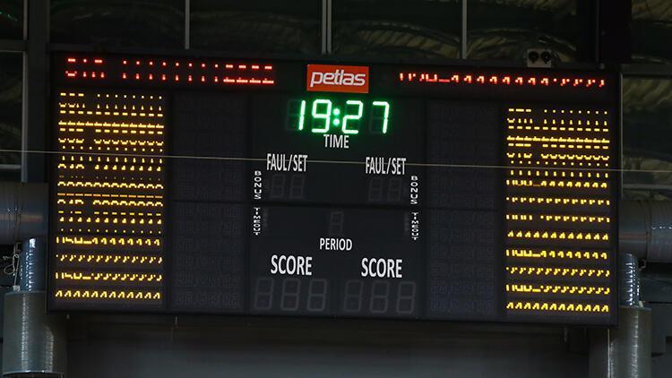 Pınar Karşıyaka-Aliağa Petkimspor basketbol maçına yaşanan skorbord arızası nedeniyle ara verildi