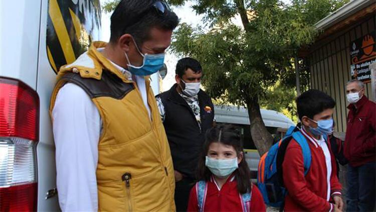 Ankara'da maskeli, mesafeli yüz yüze eğitim