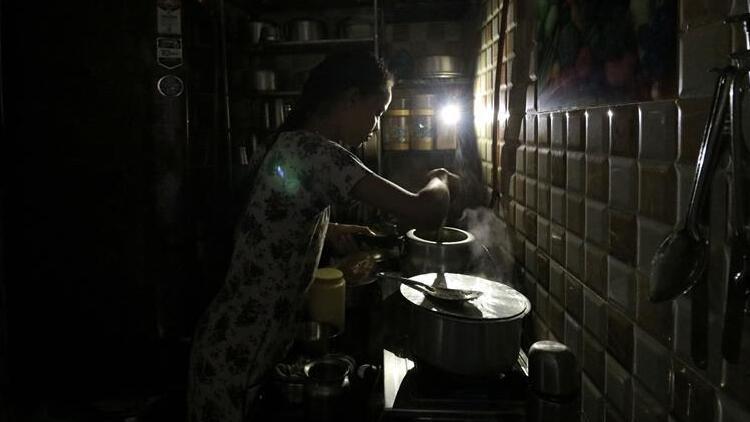 Mumbai'de elektrik kesintisinden milyonlarca kişi etkilendi
