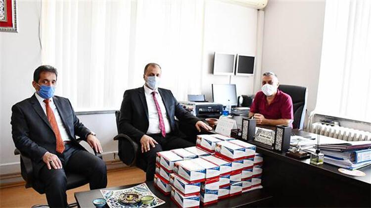 İznik Belediyesi'nden liselere maske ve hijyen seti desteği