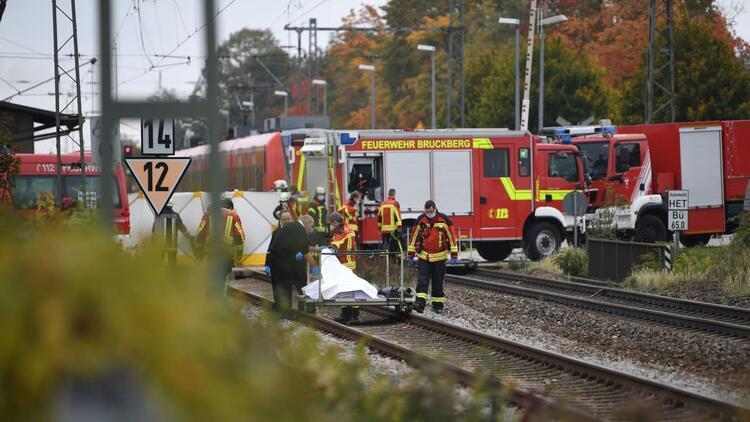 Bavyera'da feci kaza: İki öğrenciyi tren ezdi