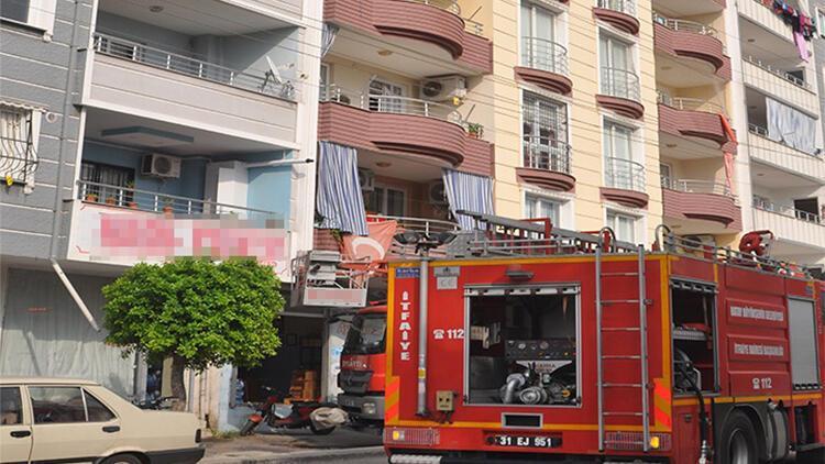 Yaşlı adam evindeki yangını söndürürken dumandan etkilendi