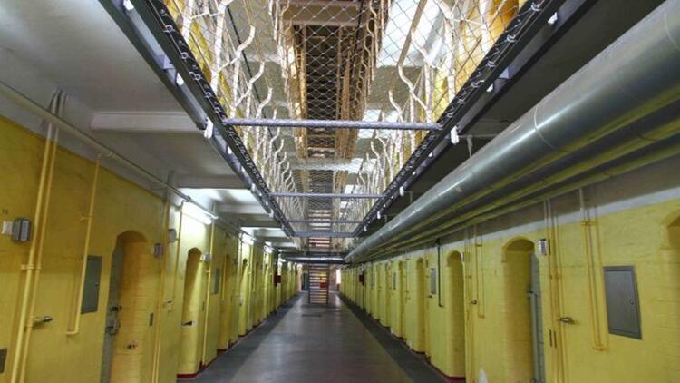 Tegel cezaevi'nde korona paniği: 27 hükümlüde korona
