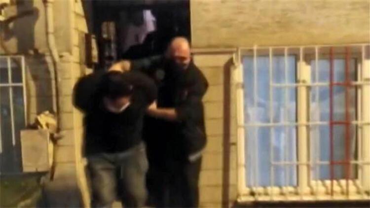 Mahalleli, uyuşturucu operasyonuna katılan polisleri alkışladı