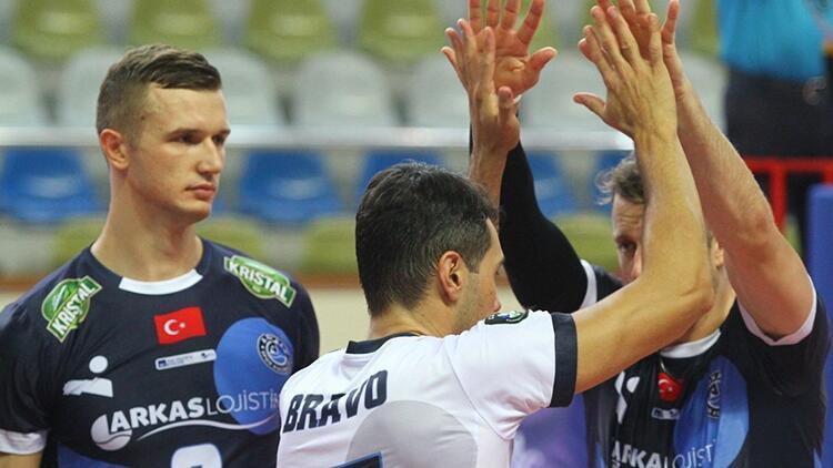 Arhavi Voleybol 0-3 Arkas Spor