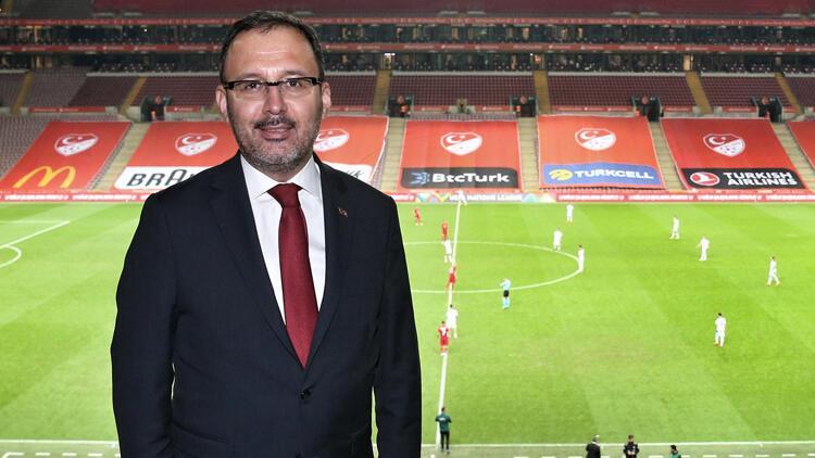 """Bakan Kasapoğlu: """"2021 yılında Türkiye'nin futbol ve diğer branşlarda yukarıya yürüyüşü devam edecek"""""""