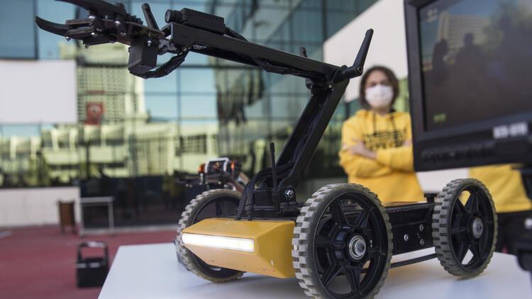 Lise öğrencileri bir araya geldi, bomba imha robotu geliştirdi