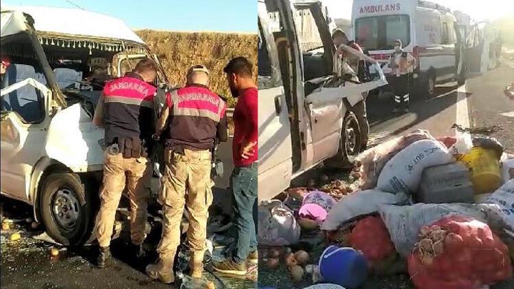 Şanlıurfa'da tarım işçilerini taşıyan minibüs TIR'la çarpıştı