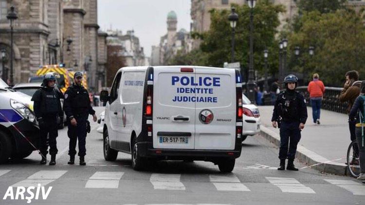 Paris'te korkunç olay! Başını keserek öldürdü