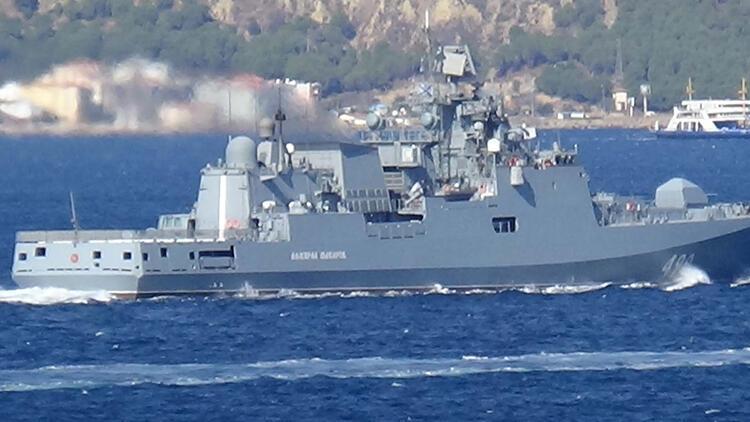 Rus Donanması'na ait 'Admiral Makarov', Çanakkale Boğazı'ndan geçti
