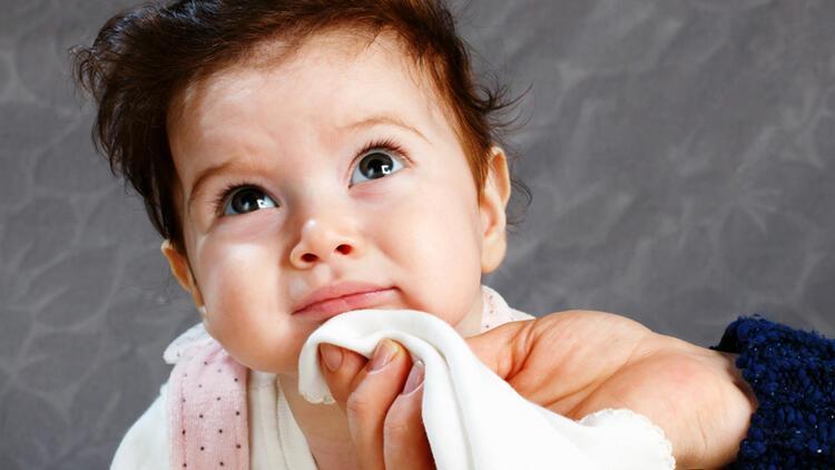 Bebeklerde reflü neden olur? Bebeğinde reflü olan annelere öneriler