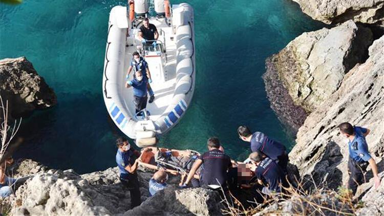 Manzara izlerken falezlerden düşen genç, deniz polisi botuyla alındı