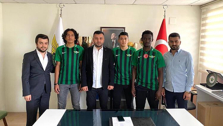 Akhisarspor, altyapıdan 3 futbolcu ile profesyonel sözleşme imzaladı