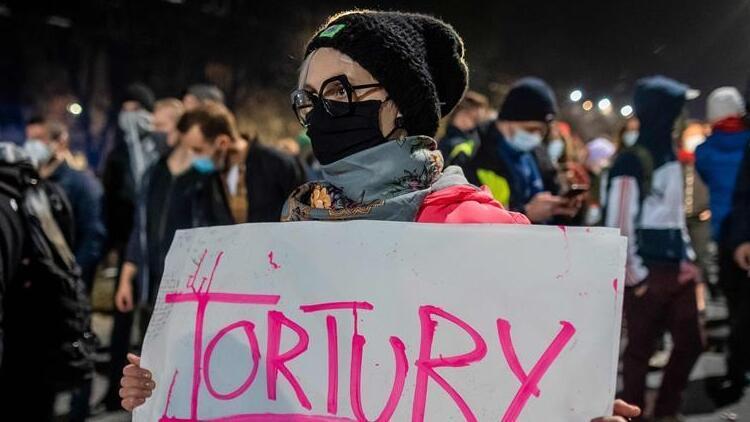 Polonya'da kürtaj yasağı sonrası protesto gösterileri yapılıyor