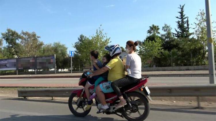 Motosiklet üzerinde 2'si çocuk 4 kişinin tehlikeli yolculuğu kamerada