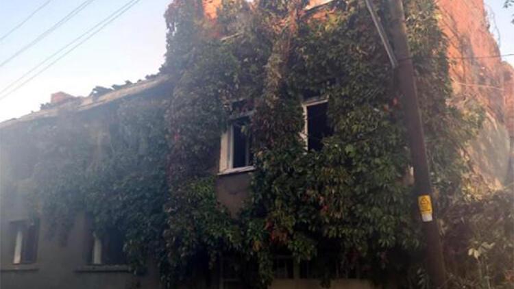 Kütahyada 2 katlı ev yandı