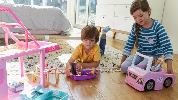 Oyuncak bebeklerle oynamanın çocuklara faydaları