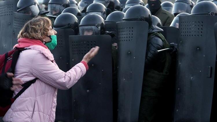 Belarusta sular durulmuyor: Protestolarda 523 kişi gözaltına alındı