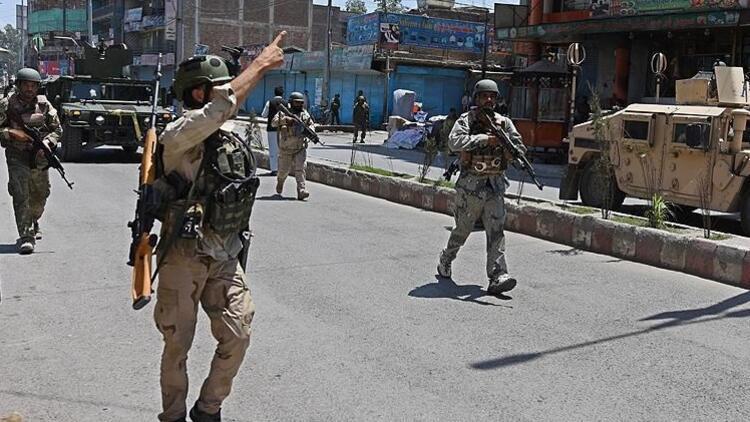 Afganistanda bombalı saldırıda 5 sivil öldü