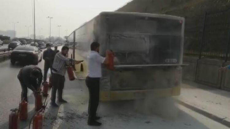 Son dakika... İstanbulda otobüste yangın