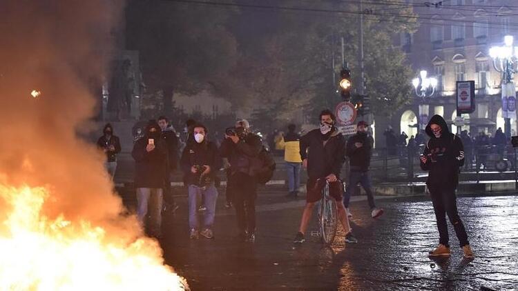 İtalya'da koronavirüs salgınına yönelik son tedbirler protestolara neden oldu