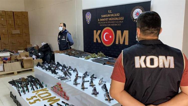 Tavuk kümesindeki gizli bölmeden silah çıktı: 19 gözaltı