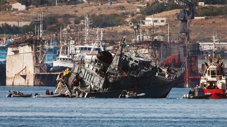 Yunanistan'ı şoke eden kaza Yük gemisi savaş gemisini ikiye böldü