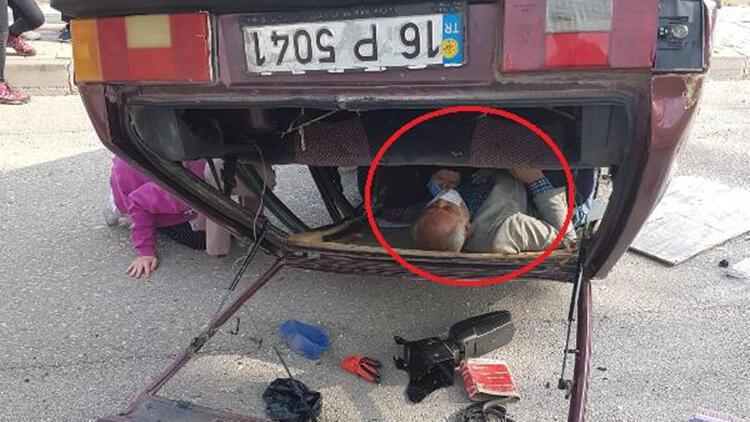 Otomobil ters döndü: 2 kişi yaralandı