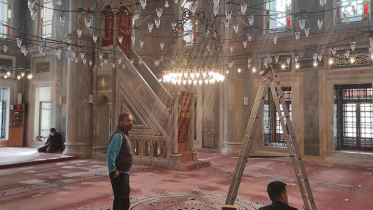 Laleli Camiindeki tasarruflu ampuller kaldırılıyor