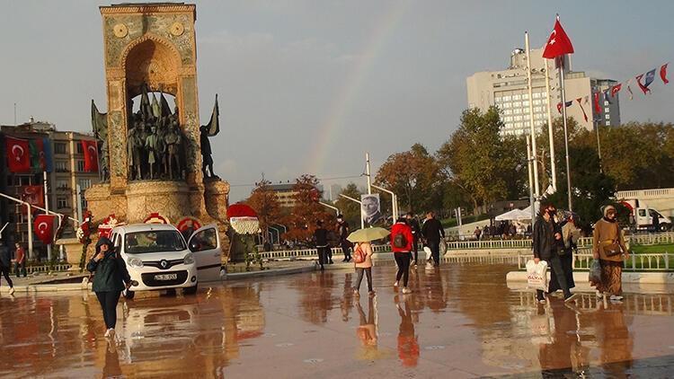 Son dakika haberler: Taksim'de yağmur sonrası oluşan gökkuşağı hayran bıraktı