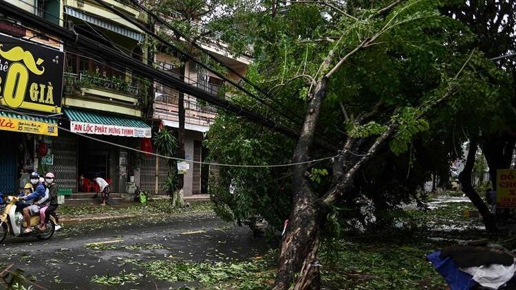 Vietnamda tayfun kabusu büyüyor: Ölü sayısı 13e çıktı