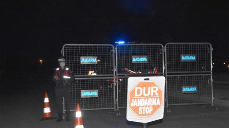 Kütahya'da karantinaya alınan mahalle giriş-çıkışlara kapatıldı