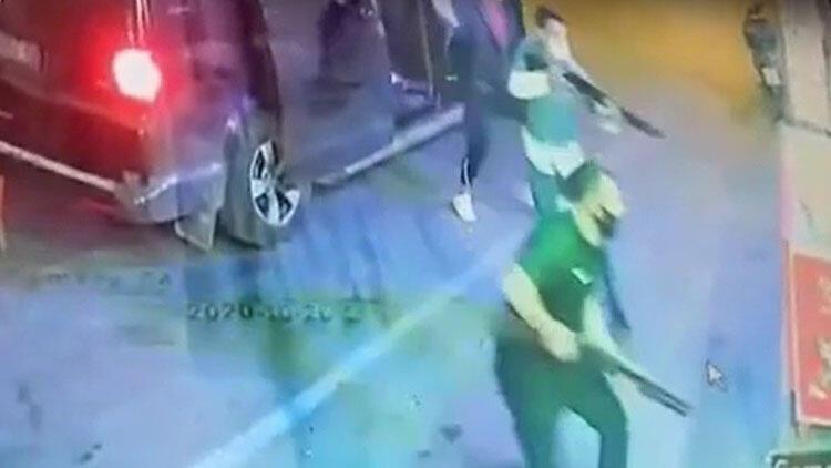 İzmir'de dehşet anları! 7 kişi pompalı silah ve sopalarla bastı...