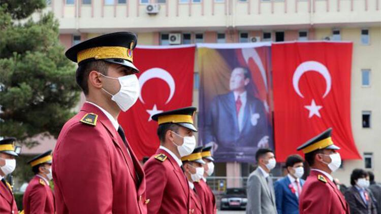 Van'da 29 Ekim Cumhuriyet Bayramı törenle kutlandı