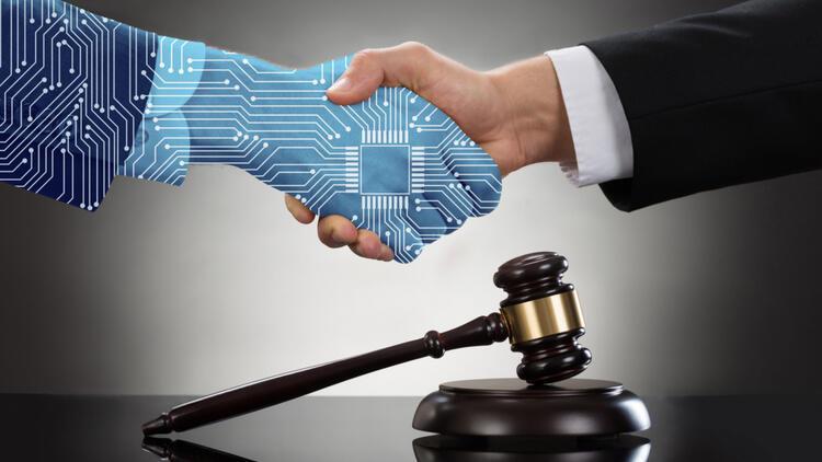 Teknoloji sosyal adalet uçurumunu azaltacak mı, yoksa artıracak mı