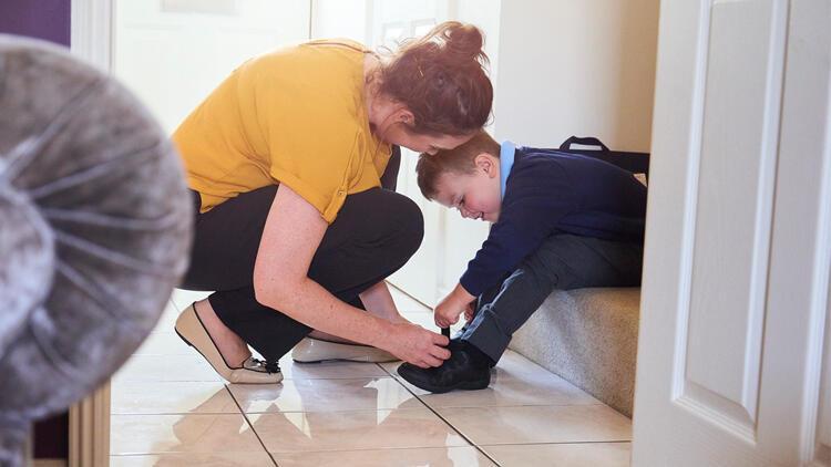 Çocuğunuz ayakkabısını bağlayamıyor, düğmesini ilikleyemiyorsa dikkat!