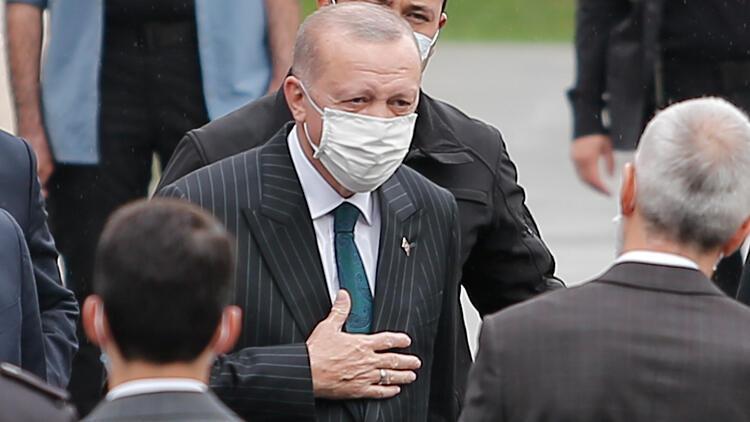 Cumhurbaşkanı Erdoğan cuma namazını Kerem Aydınlar Camisinde kıldı