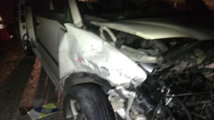 Bursada hafif ticari araç kamyona çarptı