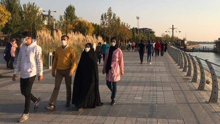 İranda son 24 saatte 386 kişi Kovid-19dan hayatını kaybetti