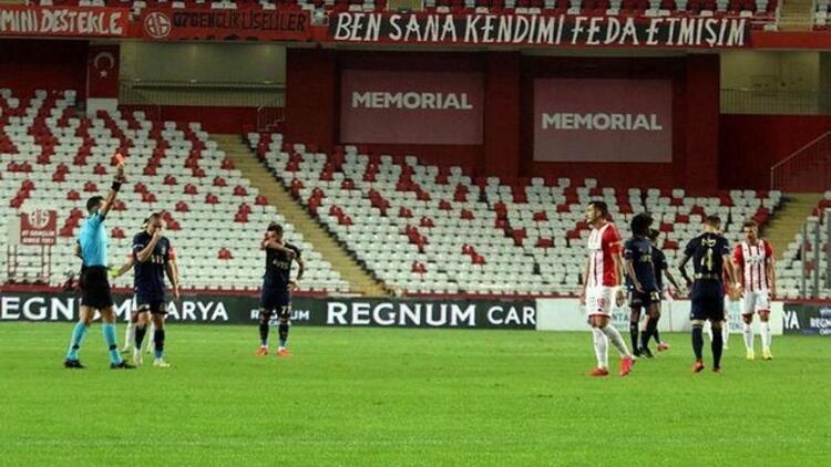Antalyaspor son 3 maçta kızardı Toplam 4 oyuncu...