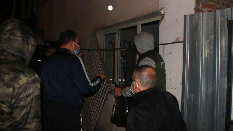 Beyoğlunda freni tutmayan çöp kamyonu binaya çarptı