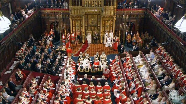 İngiltere'de kritik karantina kararı parlamentodan geçti