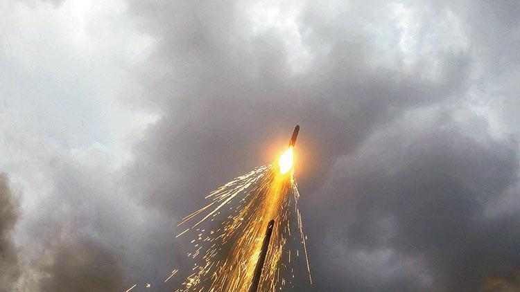 Hibrit roketle 1800 metreye
